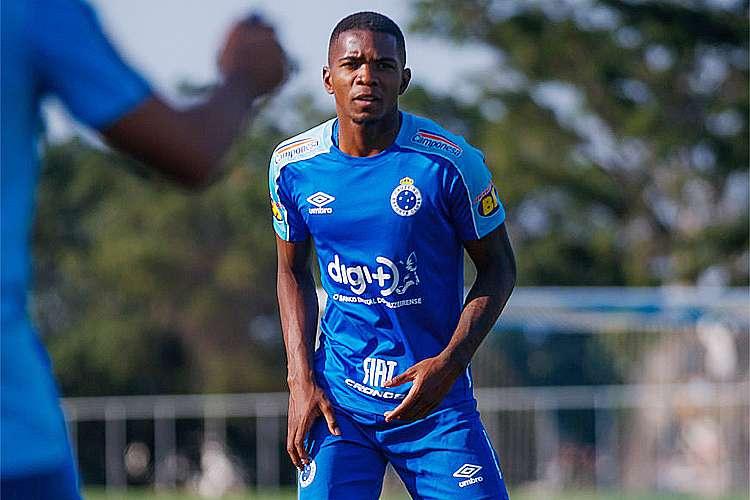 Com Dedé em avaliação, Cruzeiro pode ter Cacá e Fabrício Bruno na zaga contra o Fortaleza