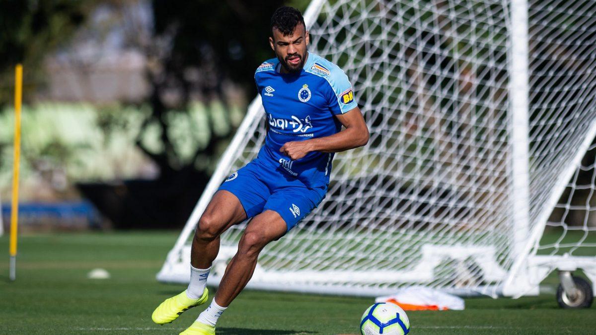 Em seu melhor momento pelo clube, Fabrício Bruno enaltece o trabalho dos companheiros nos dez jogos de invencibilidade da Raposa