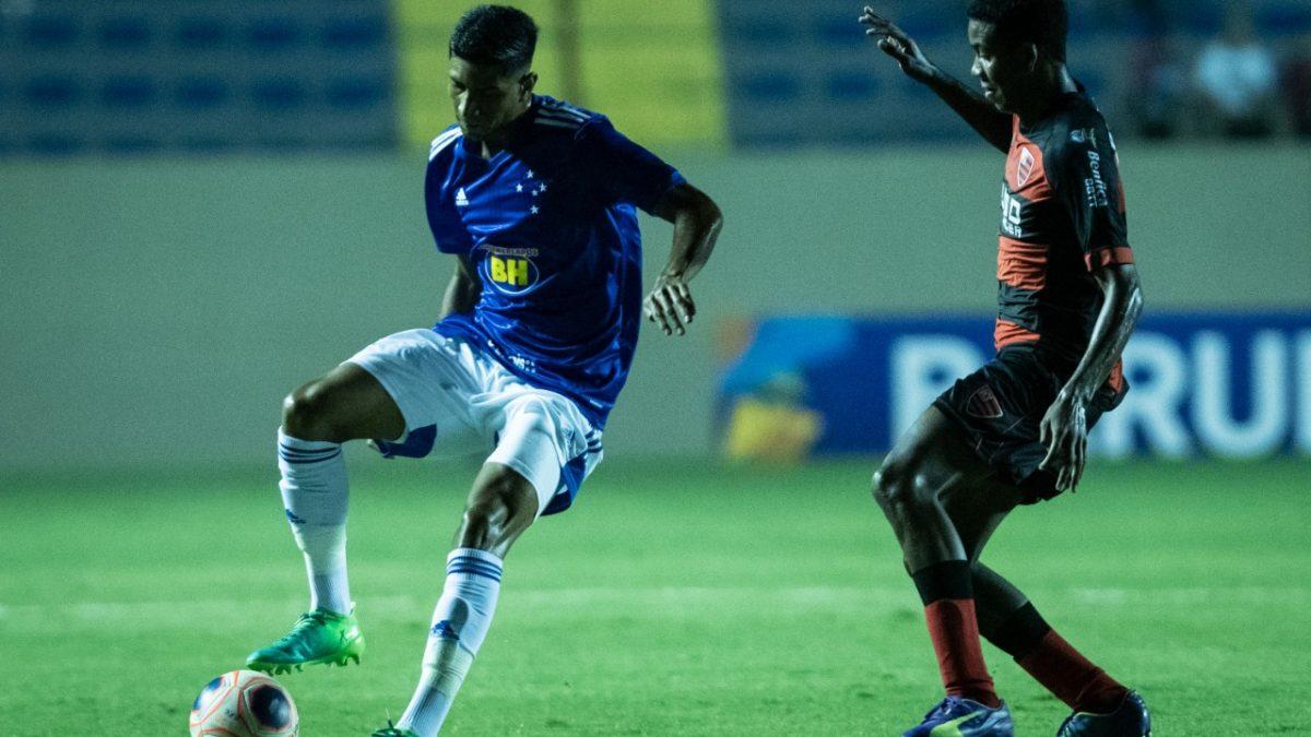 Superior no tempo regulamentar, Cruzeiro luta, mas se despede nos pênaltis da Copinha