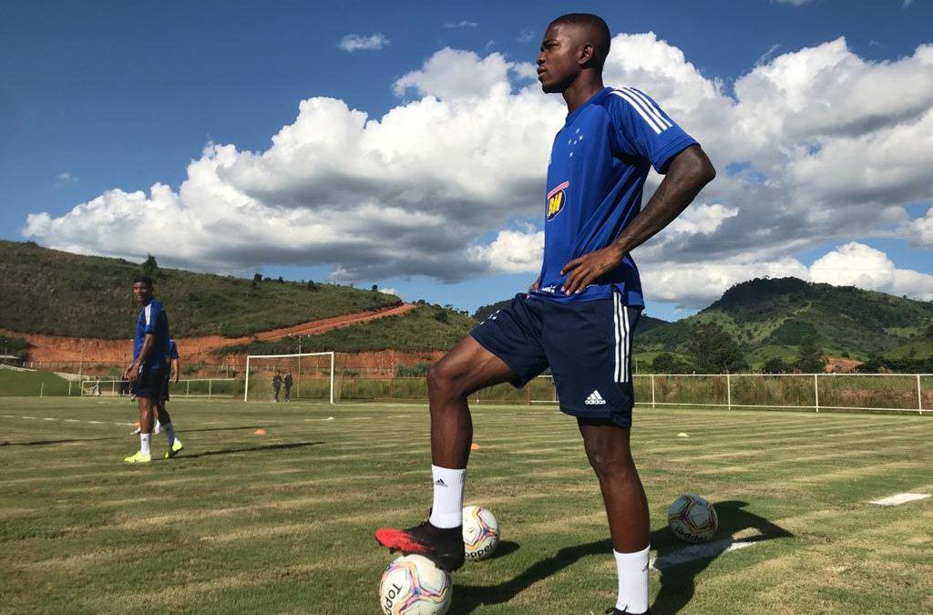 Em último treino antes de jogo contra o Tombense, Cacá garante equipe focada no duelo nesta quinta-feira
