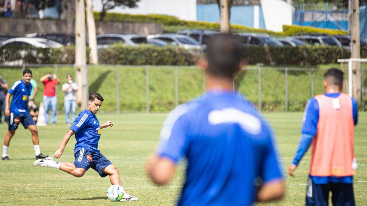 Cruzeiro concede férias para atletas e comissão técnica a partir de 1º de abril
